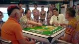 澳门风云2:美女打麻将输惨了,赌神上场代打,一出手吓懵众